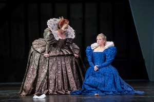 Carmen Giannattasio as Elisabetta and Joyce DiDonato as Maria Stuarda in Maria Stuarda © Bill Cooper / ROH 2014