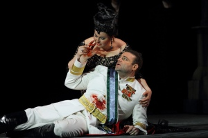 Liudmyla Monastyrska as Amelia and Joseph Calleja as Riccardo in Un ballo in maschera © ROH. Photographer Catherine Ashmore