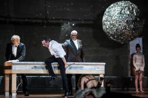 Andreas Wolf (Leporello),  Jean-Sébastien Bou (Don Giovanni), Sir Willard White (Il Commendatore), Barbara Hannigan (Donna Anna) © Bernd Uhlig