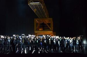 Kristian Benedikt, Simon Neal, Chor- und Extrachor des Theater Basel ©Hans Jörg Michel