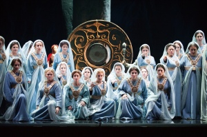 Ladies of the Coro de la Asociación de Amigos del Teatro de la Maestranza (Photo: Guillermo Mendo)