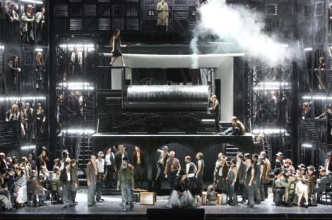 Il Trovatore at the Bayerische Staatsoper (photo: Wilfried Hösl)