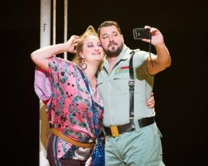 Eleanor Dennis & Eric Cutler in Carmen at ENO © Alastair Muir