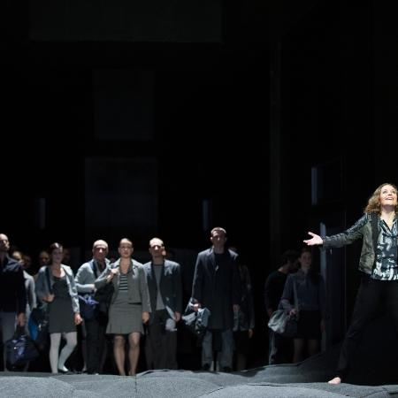 Opernhaus Zürich - Elektra - Oper von Richard Strauss 2014/15 ©Judith Schlosser, e-mail: j_schlosser@bluewin.ch, Bankverbindung: ZKB, 1137-0586.405, IBAN:CH7000700113700586405, SWIFT:ZKBKCHZZ80A