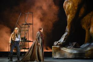 Lise Lindstrom & Agnes Zwierko © Opéra de Montréal / Yves Renaud