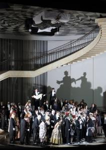 George Petean and Chor der Bayerischen Staatsoper © Wilfried Hösl