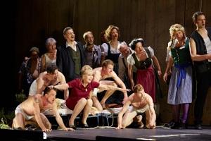 Wilhelm Schwinghammer, Hanna Schwarz, dancers and the Herrenchor der Staatsoper Hamburg.  Photo: © Brinkhoff/Mögenburg
