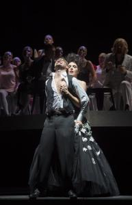 Nicole Chevalier (Giulietta), Edgaras Montvidas (Hoffmann 3), Ensemble.  Photo: © Monika Rittershaus